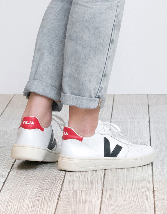Veja V-10 Leather Trainers - Extra