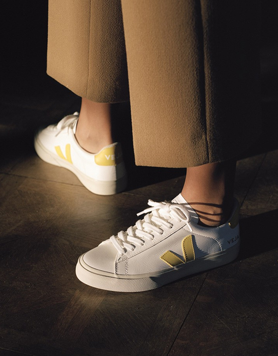 Veja Campo Leather Trainers - White